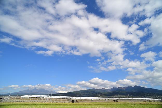 雲の絨毯を見ながら西へ
