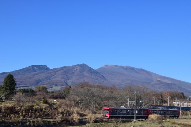 Photos: 浅間山を車窓に見ながら