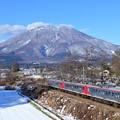 Photos: 新雪の黒姫山を見ながら
