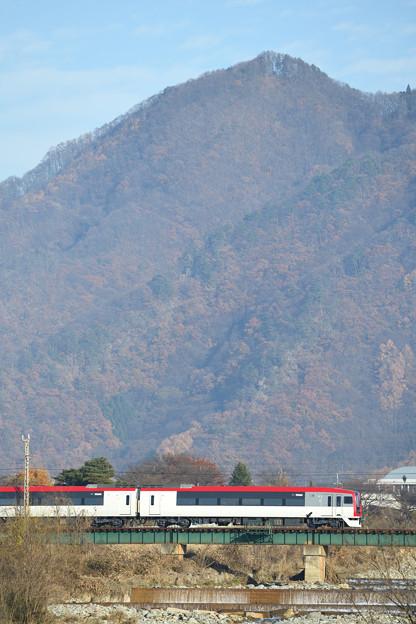 松川橋を渡るスノーモンキー