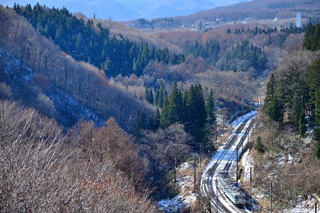 信濃の国から越後へ向かう列車