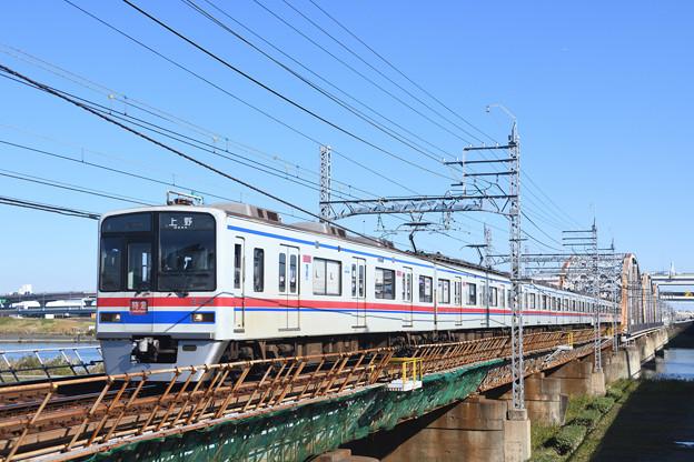京成3400形 特急上野行き電車