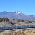 八ヶ岳と211系中央線普通電車