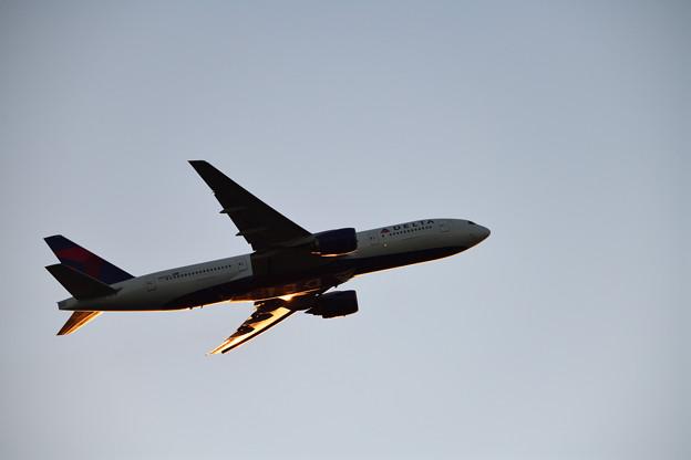 飛び立つDELTA機