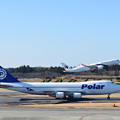 Photos: ポーラー航空機とマレーシア航空機の離陸シーン