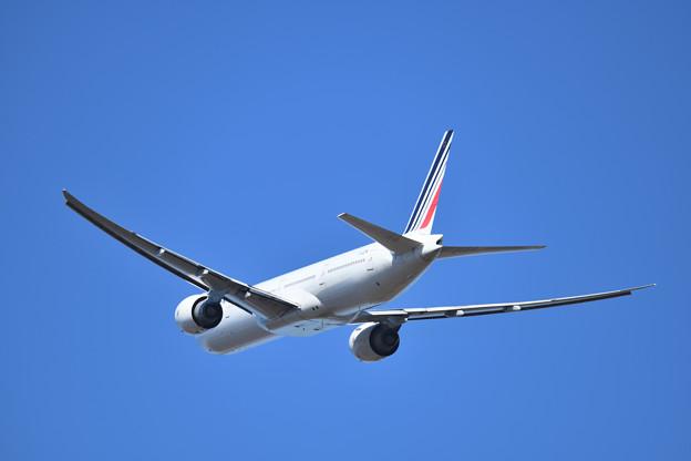 パリへ向けて飛び行くエールフランス航空275便 B777