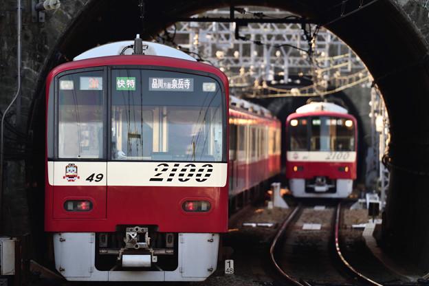 2100形電車の離合