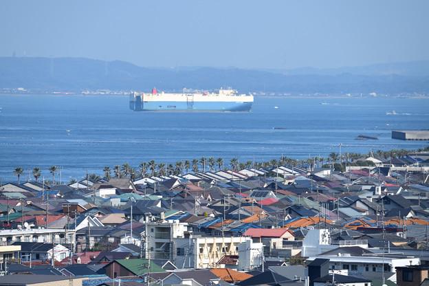 浦賀水道を行く大型船