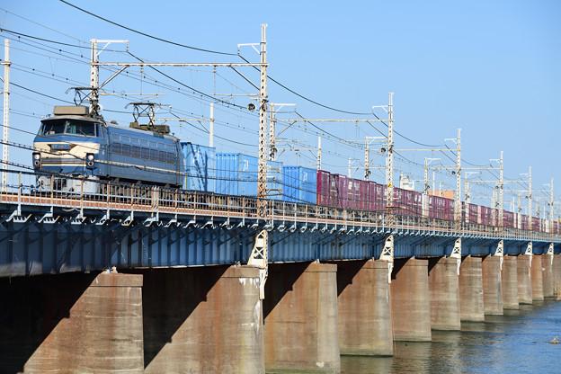 EF66形電気機関車牽引のコンテナ貨物