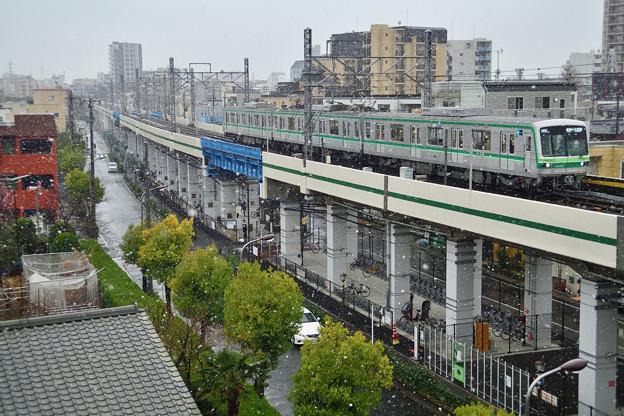 3月の降雪と東京メトロ千代田線16000系電車