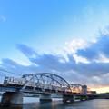 Photos: 夕暮れの鉄橋を渡る電車