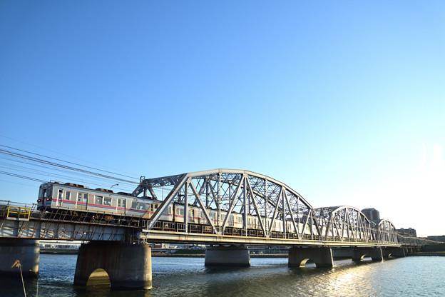 堀切橋を渡る電車