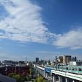 青い空と白い雲と05系電車