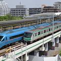 Photos: ロマンスカーと千代田線の並び