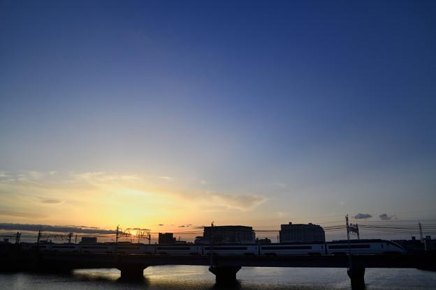 Photos: 日没、スカイライナー