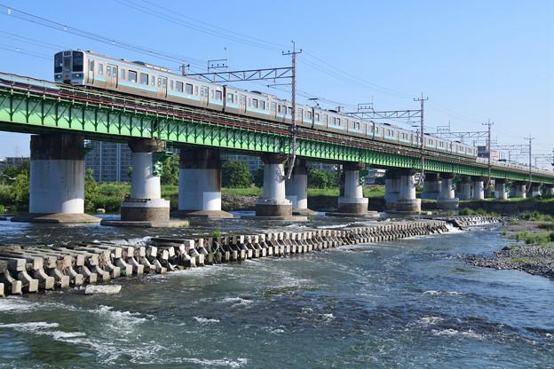 多摩川橋梁を渡る211系電車