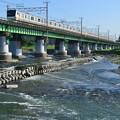 多摩川橋梁を渡るE233系電車