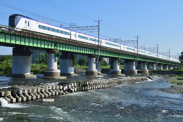 Photos: 多摩川橋梁を渡るE351系中央線特急電車
