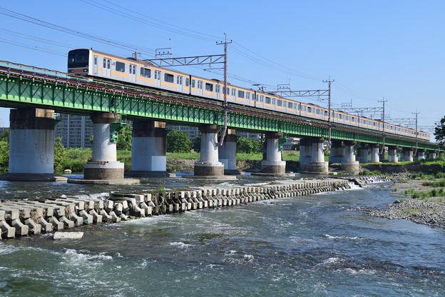 多摩川橋梁を渡る209系電車