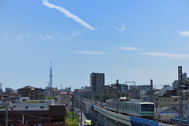 スカイツリーと東京メトロの電車と