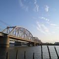 見上げる鉄橋