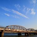 Photos: 流れる雲と夕日に輝く京成スカイライナー