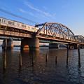 夕日に輝く京成電車