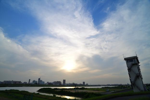 夕日に輝く荒川
