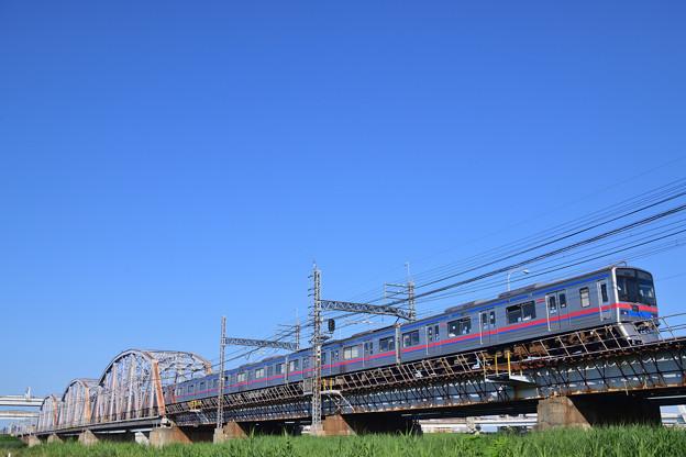 荒川橋梁を渡る3700形京成電車