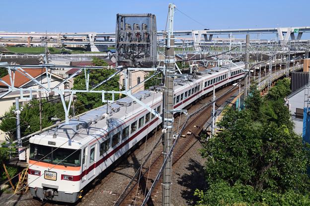 堀切駅を通過する特急きりふり号