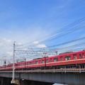 中川の鉄橋を渡る京急1500形電車