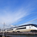 中川の鉄橋を渡る京成スカイライナー