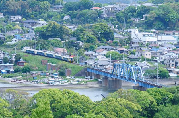 湊川橋梁とE257系特急さざなみ号