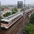 堀切駅を通過する東武特急きりふり号