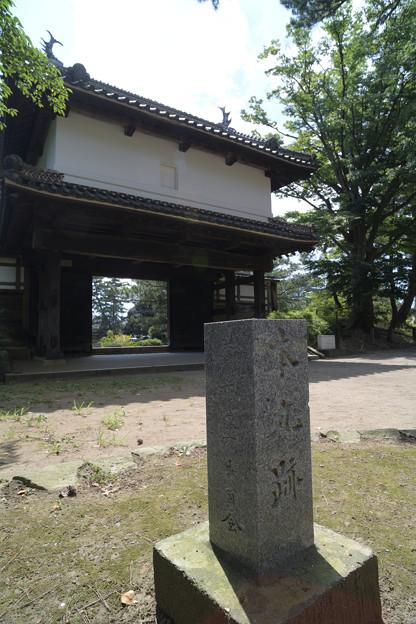 土浦城 櫓門と本丸跡石碑
