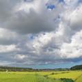 Photos: 雲の下を行く