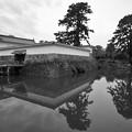 Photos: 銅門と住吉橋 モノクローム