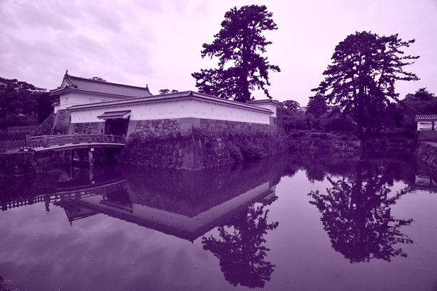 銅門と住吉橋 パープルブルー