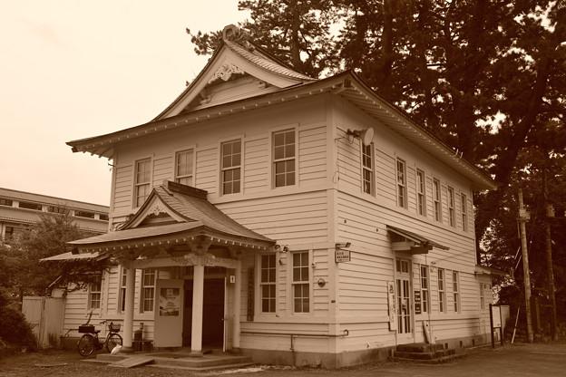 観光案内所のレトロな建物