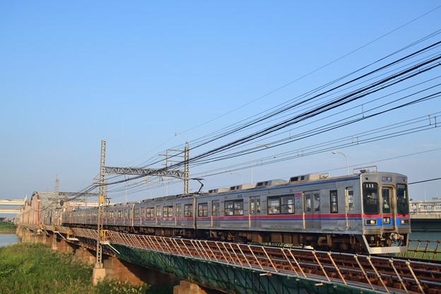 荒川橋梁を渡る京成電鉄3500形電車