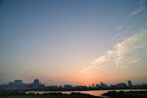 スカイライナーと日没