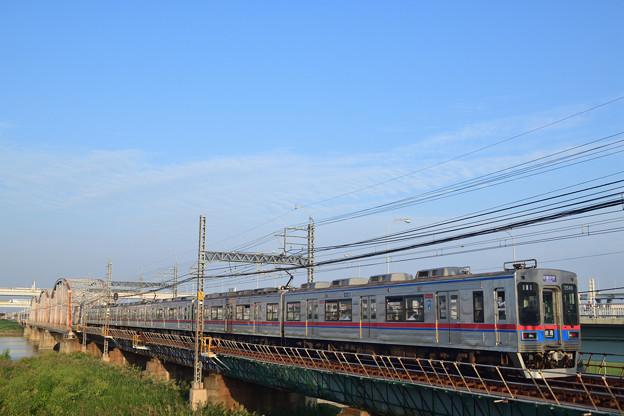 荒川橋梁を渡る京成電鉄 3500形電車