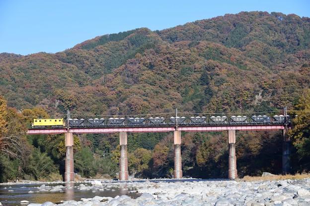デキ502号牽引貨物列車