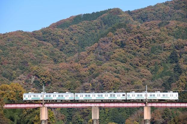 親鼻橋を渡る7500系電車