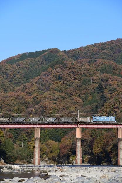 デキ100型牽引貨物列車