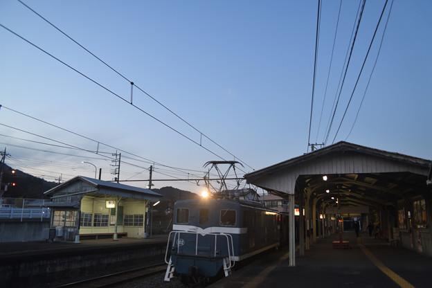 貨物列車の通過