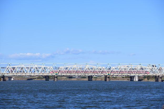 Photos: 荒川放水路橋梁を渡る東武特急りょうもう号