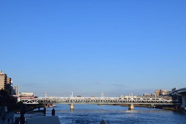 隅田川を渡る東武電車