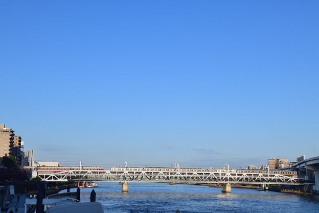 橋上のすれ違い