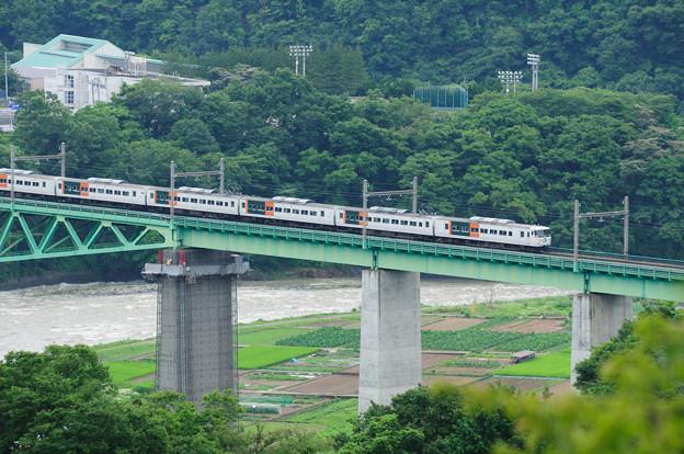 Photos: 鳥沢鉄橋を渡る185系特急はまかいじ号